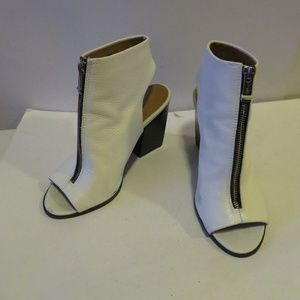 REPORT SIGNATURE WHITE LEATHER OPEN-TOE BOOT 7.5